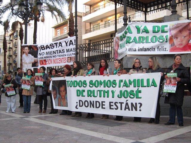 Concentración En Huelva Para Pedir El Regreso De Ruth Y José Bretón.