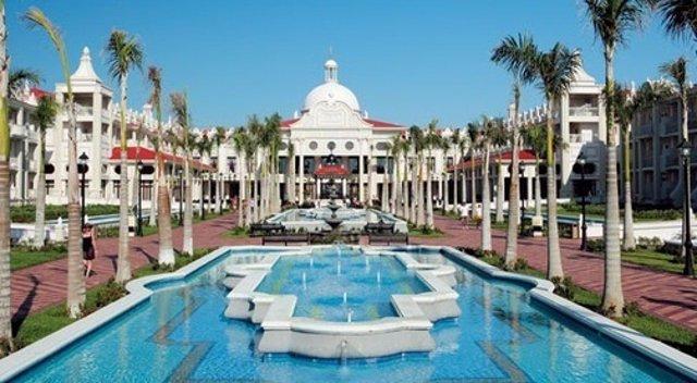 Dos Hoteles RIU Galardonados Con El Distintivo 'Holiday Tophotels 2012'
