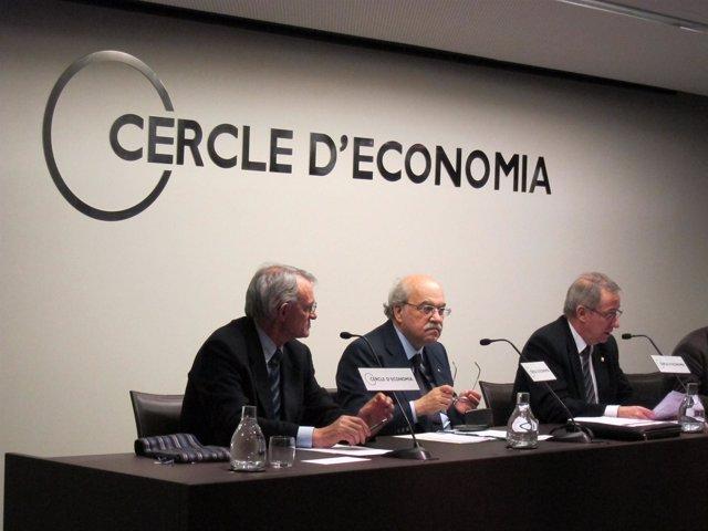 El Conseller Andreu Mas-Colell (Centro)