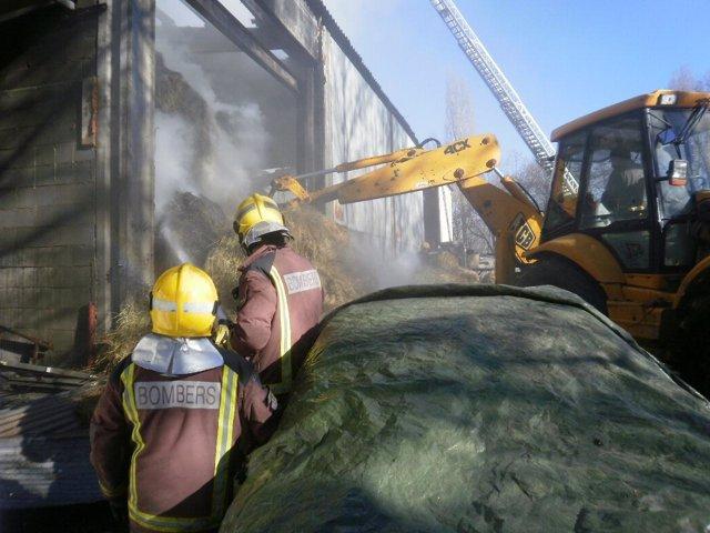 Incendio En Una Nave Industrial En Das (Girona)
