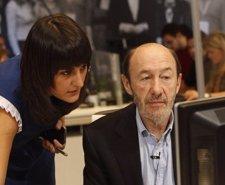 María González Junto A Rubalcaba En Ferraz