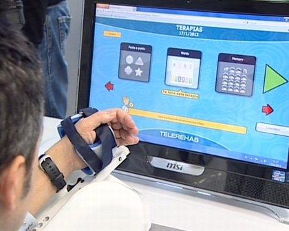 Un nuevo sistema mejora la rehabilitación en su casa de pacientes con ictus a través de un robot y videojuegos