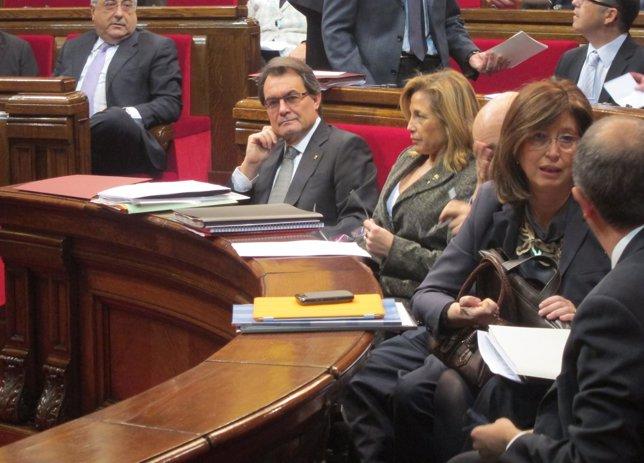 El Presidente Artur Mas Y Consellers, En El Pleno Del Parlament