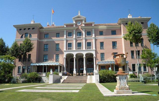 Fachada del hotel Villa Padierna