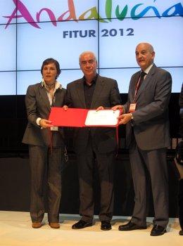 Alonso Recibe El Premio Al Mejor Stand Autonómico En Fitur