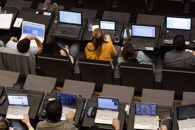 Congreso De Periodismo Digital, En Huesca. Personas Utilizando Ordenadores