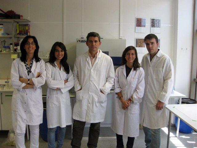 Jesús Jiménez, En El Centro, Con Su Equipo De Ingredientis Biotech