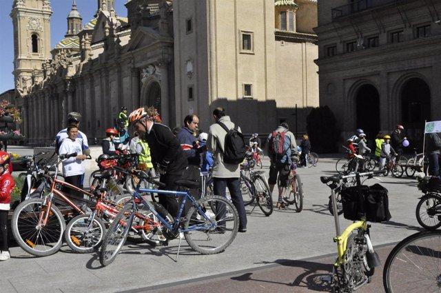 Numerosos Ciclistas Partieron De La Plaza Del Pilar