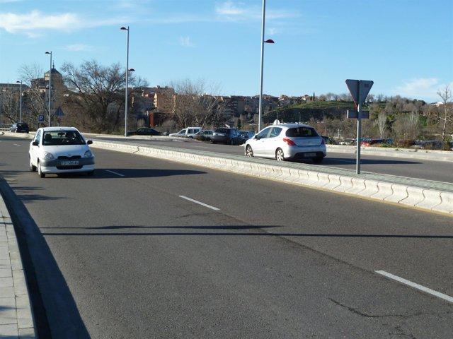 coches en la carretera