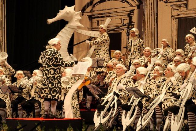 El coro de carnaval 'Allegro Molto Vivace' actuando en Gran Teatro Falla