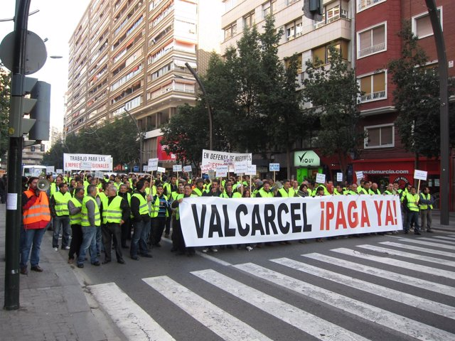 Manifestación De Asemaco Exigiendo Que La Carm Les Pague