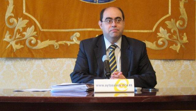 Fernando Rodríguez Durante La Rueda De Prensa En El Ayuntamiento De Salamanca