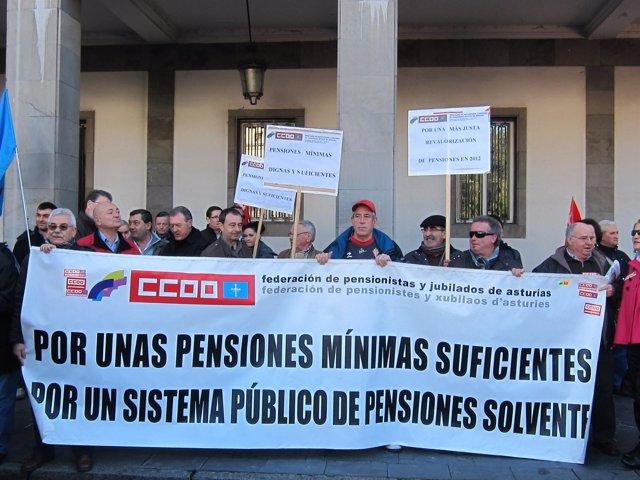 Concentración Pensionistas De CCOO En Oviedo