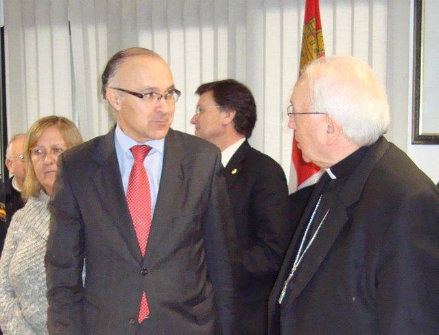 Ruiz Medrano Conversa Con El Obispo De Segovia