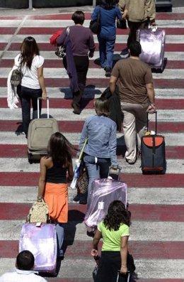 Pasajeros con maletas
