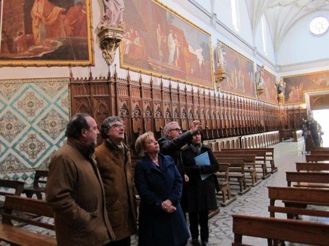 Dolores Serrat Visita Las Pinturas Restauradas De Goya En La Cartuja De Aula Dei
