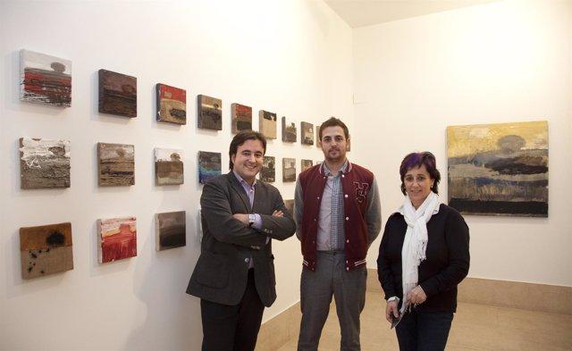 El Alcalde Y La Concejala De Cultura Con El Artista