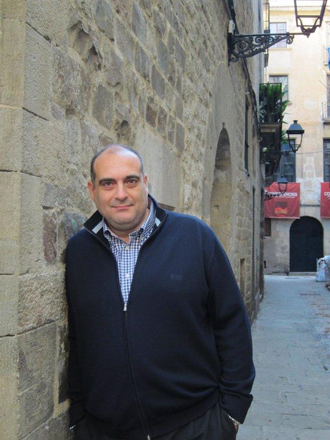 El Periodista Y Escritor Xavier Bosch