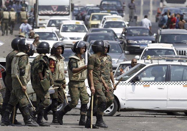 Militares Egipcios Se Pasean Por Las Calles De El Cairo