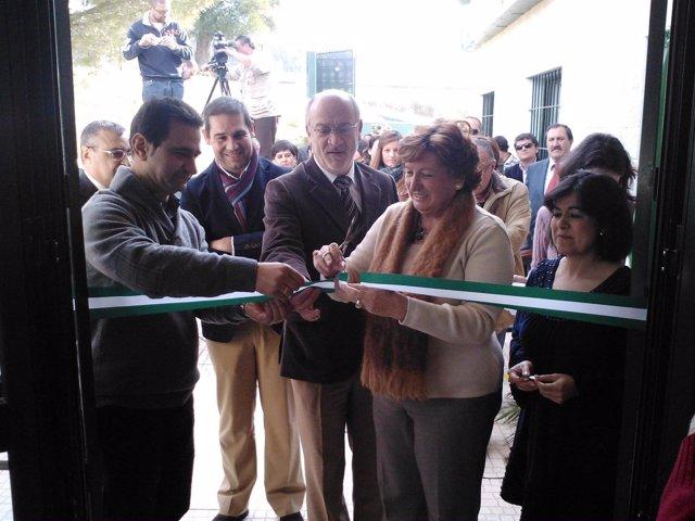 Los Delegados De Igualdad Y De La Junta Inauguran Un Centro De Estancia Diurna.