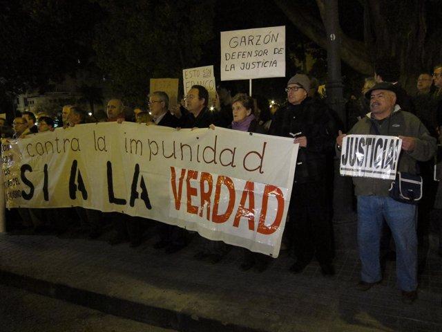 Manifestación De Apoyo A Baltasar Garzón