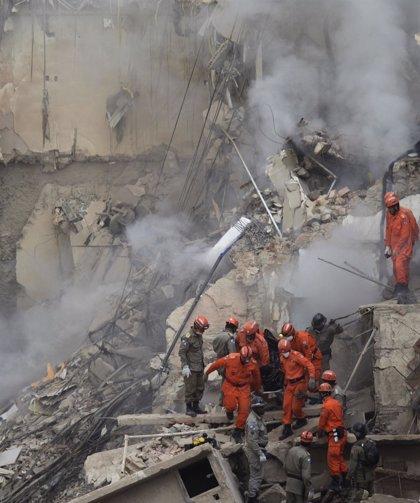 Recuperan 3 cadáveres entre los escombros de los edificios derrumbados en Río de Janeiro