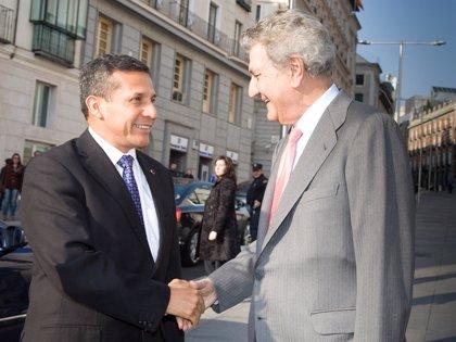Humala visita el Congreso español y se reúne con Posada y Villalobos