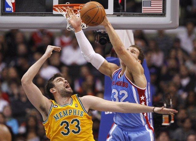 Marc Gasol Pelea Un Balón Con Blake Griffin En El Grizzlies-Clippers