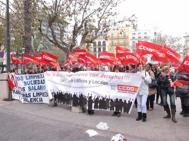 Protesta De Empleados De La Limpieza De Colegios Públicos