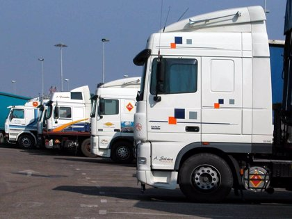 Castilla y León devolverá la mitad del 'céntimo sanitario' a los transportistas que reposten en la Comunidad