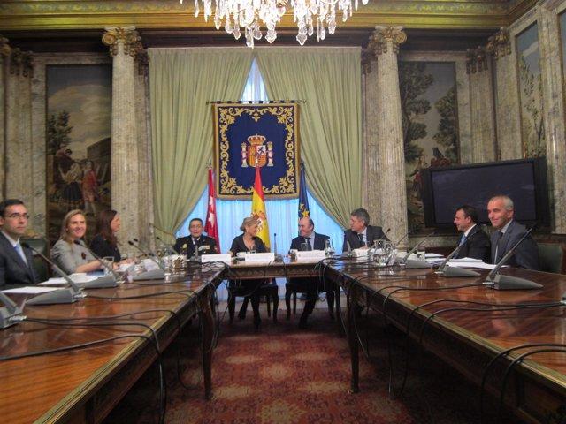 Cristina Cifuentes Y Antonio De Guindos Se Reúnen En La Delegación
