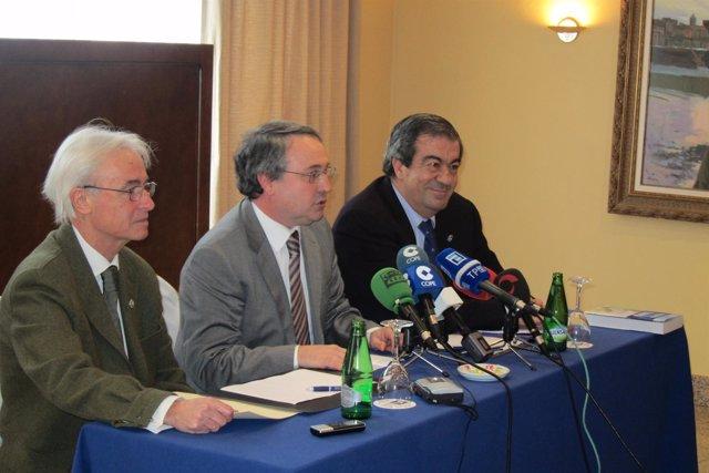 Francisco Álvarez-Cascos, A La Derecha, En La Presentación De Su Libro