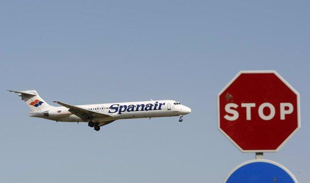 Recurso De Avión De Spanair Con Una Señal De Stop