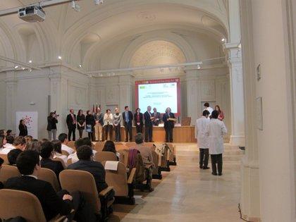 CAIBER premia al Colegio La Inmaculada de Madrid por una revista que repasaba el ensayo clínico