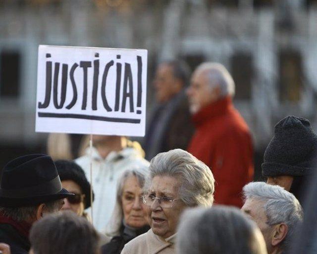 Garzón es arropado a las puertas del Supremo