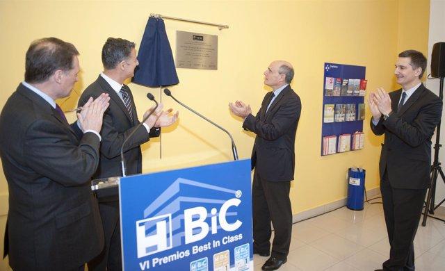 Rafael Bengoa Recibe El Premio Best In Class Para La Comarca Bilbao