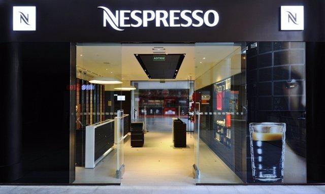 Nespresso tanca una de les dues botigues a passeig de gr cia for Nespresso firma
