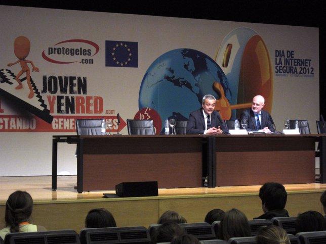 Dia Internacional De La Internet Segura 2012