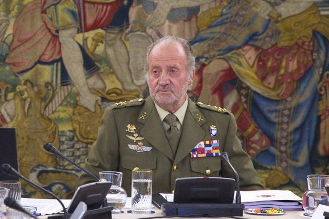 El Rey Don Juan Carlos Con El Uniforme Militar Y Barba