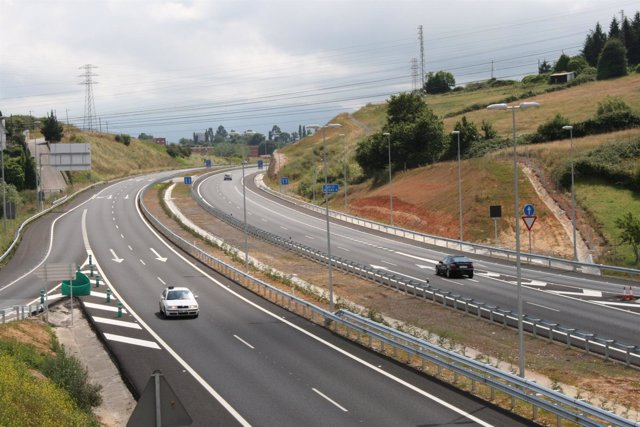 Carretera Con Barrera Metálica
