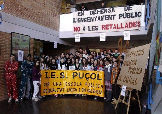 Alumnos Del IES Puçol Protestando Por Los Recortes