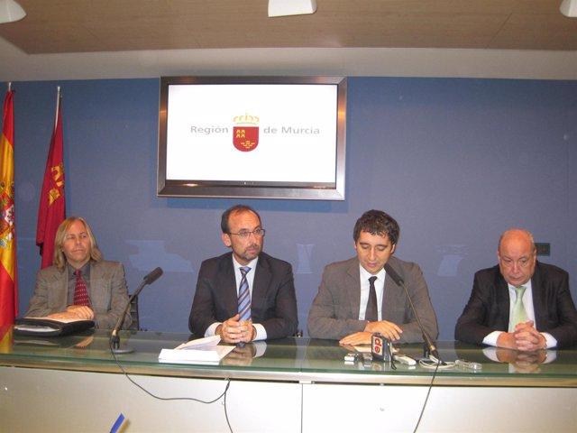 Michael Bartok, junto con los consejeros Salvador Marín y Pedro Alberto Cruz, y