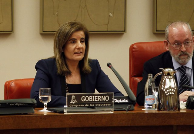 La Ministra De Empleo Y Seguridad Social, Fátima Báñez, En El Congreso