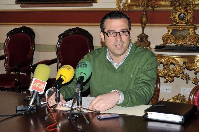 El Concejal Delegado De Medio Ambiente, En Rueda De Prensa