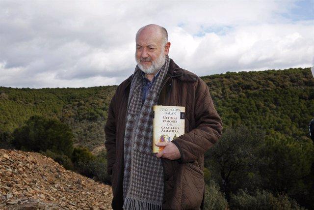 Eslava Galán Presenta Su Obra En El Campo De Batallas De Las Navas De Tolosa.