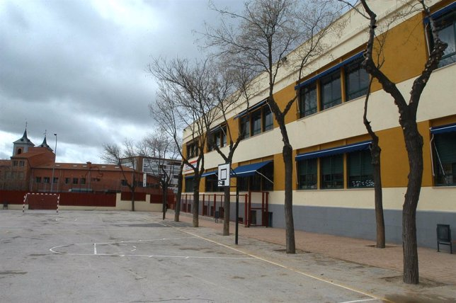 Fachada De Un Colegio
