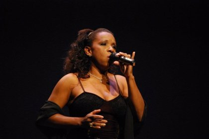 La cantante cubana Ambar Martiatu ofrece sus mejores boleros en CAI