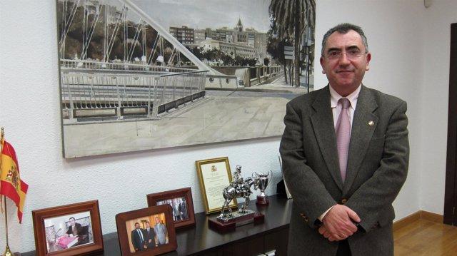 El Consejero De Presidencia, Manuel Campos, En Su Despacho