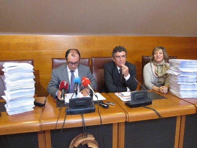 Miembros Del PRC Y PSOE En La Comisión De GFB Con La Documentación