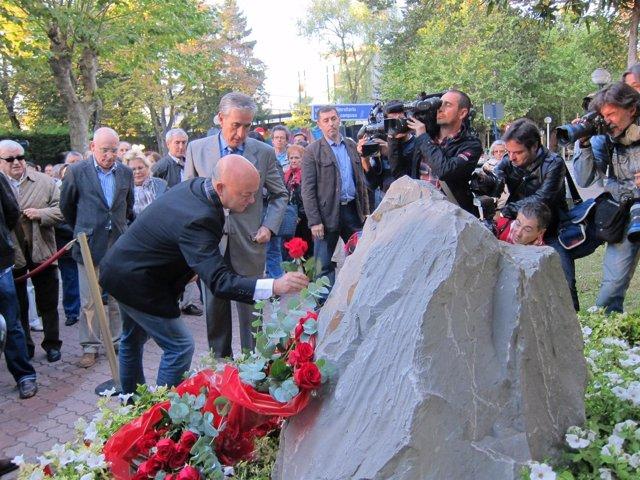 Homenaje A Las Victmas Del Terorismo En Monolito Buesa